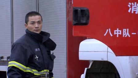 消防车出警遇到拦路车,到达后大爷责骂太慢,队员心里有苦说不出