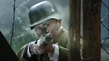 狙击手手拿狙击枪, 一人追着十几个鬼子跑, 边跑边开枪枪枪命中