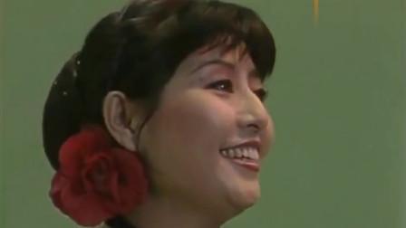 殷秀梅, 87年在央视春晚上唱的这首歌, 质朴纯净的形象让人怀念!