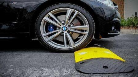 """减速带""""杀伤力""""有多大?维修工说清楚了,车主:再也不敢加速了"""
