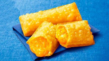 """饺子皮居然可以做""""水果派""""! 味道还挺好吃的。"""