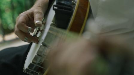 《走进美国》班卓琴的独特琴音奏出文化融合