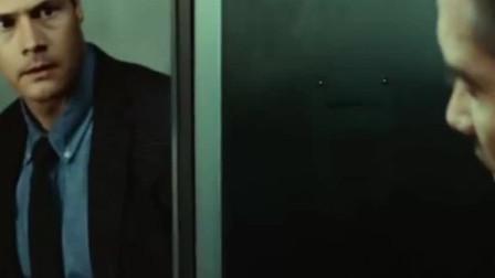 这部科幻片里, 男主角在列车上, 从镜子里看到了不一样的自己