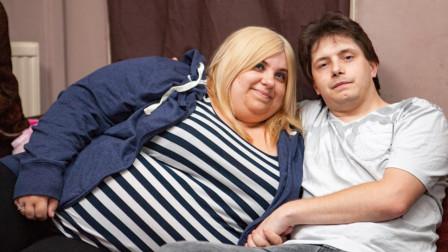 英国女子体重超400斤, 却对身材极度自信, 只因丈