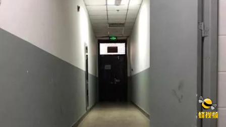 陕西西安: 可怕! 女子取20多万现金被盯稍 电梯内遭陌生男子狂抢包