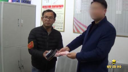 河南郑州 粗心男子包落公交车 调度查询几辆车才帮找到