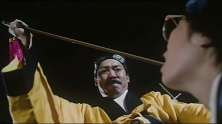 老道士被小狐仙控制,硬往女友的嘴里插桃木剑,太逗了!