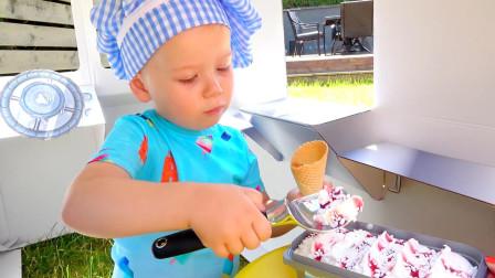 一天的工作又开始了, 萌娃小可爱出门卖冰淇淋啦! 小家伙还没开张呢! 怎么自己就吃上了?