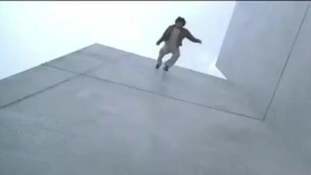 大哥告诉你没有电梯的时候怎么下楼, 只需要一个手铐一条绳索!