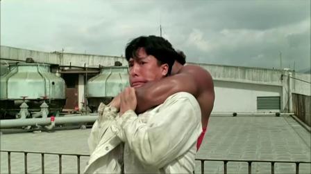 甄子丹年轻时真能打,面对这样重量级的对手,他有自己的高招对付