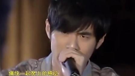 為什么杰倫沒唱北京歡迎你? 因為群星唱完周杰倫走上舞臺唱了這歌