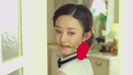 赵丽颖嘴叼玫瑰花, 听着黑胶带, 和闺蜜一起跳舞逗趣