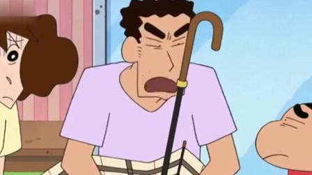 蜡笔小新: 小新和美冴在广志旁边让他小心点, 结果还是把伞骨弄断了!