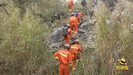 """广西柳州:偷盗电缆被围 男子藏身峭壁与民警打""""游击"""""""