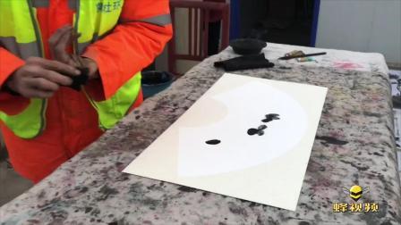 陕西西安坚持画画40年的54岁环卫工 累计作品上万幅