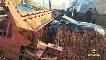 黑龙江哈尔滨 4辆私家车被70米长桩机砸中 瘪成易拉罐