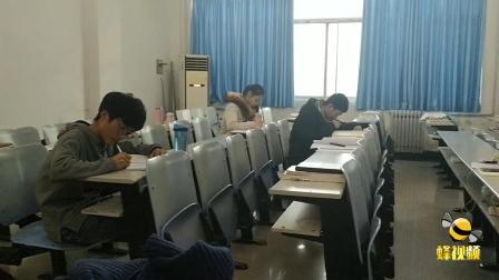 河南郑州 一高校学生因宿舍太冷 被迫到考研自习室学习