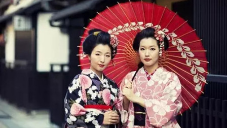 """日本女子的和服, 后面为何背个""""小枕头""""? 是干什么用的?"""