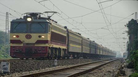 为什么列车上的受电弓要用碳化板, 有什么作用? 今天可算知道了