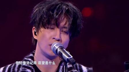 江苏卫视跨年演唱会,薛之谦一首《违背的青春》,一开口就跪了!