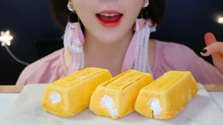 """小姐姐吃""""金块蛋糕"""", 口感温润细腻绵密, 网友: 忍不住想咬上一口!"""