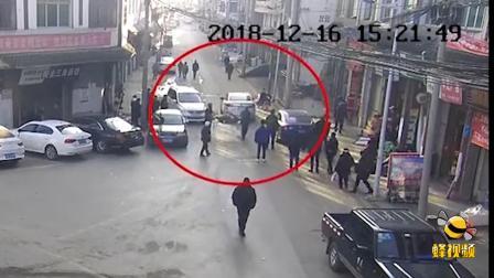 重庆石柱一名男子酒后驾车撞电线杆 面对民警质问还否认