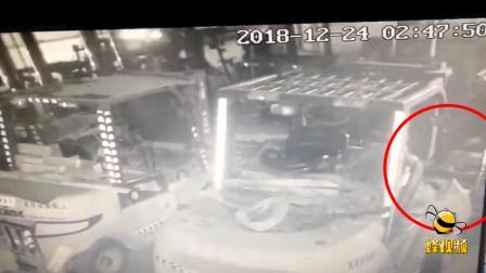 河北霸州:小偷年底也冲KPI?短短一小时竟盗走18块电瓶!