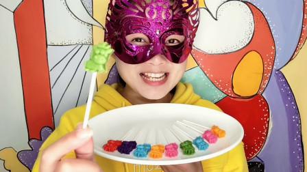"""妹子试吃""""12生肖马棒棒巧克力"""", 多种颜色多种水果味超赞"""