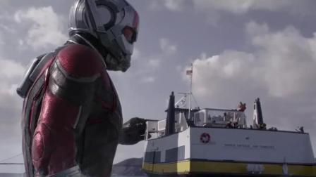 50米高科技变大的巨人, 百吨的轮船不到他膝盖处, 当巨人真过瘾