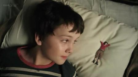 熊孩子在家发现一个不足10厘米的小人, 一部奇幻电影