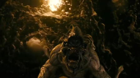 科学考察队深入地下, 不慎被史前寄生虫附身, 变异成了可怕的怪物, 5分钟看恐怖电影《魔窟》