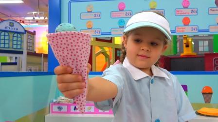萌娃小可爱体验生活, 开店卖起了冰淇淋, 生意真不错! —萌娃: 您要的冰淇淋好了