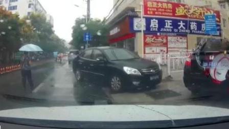 众人都在默默排队, 这个黑色轿车突然就加队进来, 有点太狂妄了吧