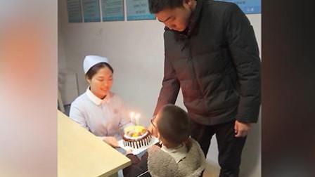 辣报澎湃视频资讯 护士妈妈加班,男童拎蛋糕到医院过生日