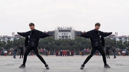 男神广场大秀曳步舞 祝大家新年快乐 这个舞蹈太帅了