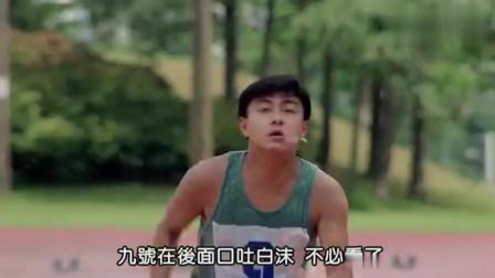 老师讽刺大雄身肥腿短, 打赌他要是赢了吃麦克风, 没想到真赢了