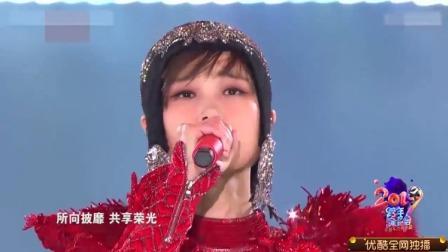 李宇春霸气演唱《木兰》,一身华丽戎装,台下粉丝尖叫不断!