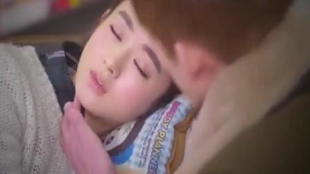 封腾以为薛杉杉偷懒睡着了 结果怎么叫都叫不醒 才知道她高烧!