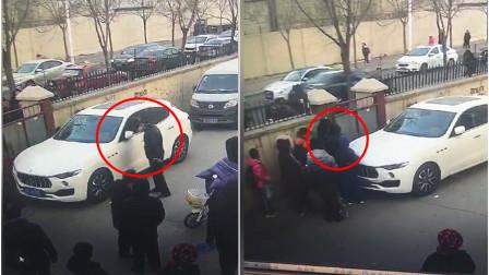 玛莎拉蒂堵了小区门, 老人抄起砖头当场砸车, 这种做法对不对?