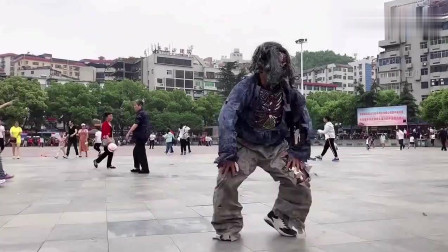 广场出现霹雳舞, 这舞步太牛了, 这才是真正的鬼步舞!