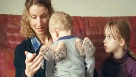 """妈妈生出一个""""天使圣婴""""医生却说是身体畸形, 这可难倒了这家子"""