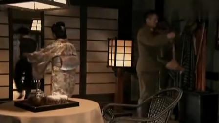 《小小飞虎队》大壮以为鬼子是来抓他的, 吓得直冒汗!