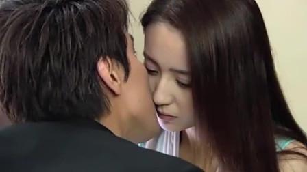 恋恋不忘: 厉仲谋帮吴桐照顾童童, 不料趁机偷吻吴桐, 甜蜜