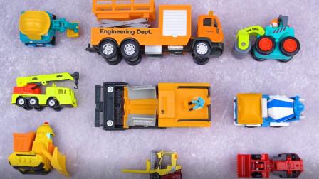 学习认识轮式推土机 水泥搅拌车等9种工程车 汽车玩具屋