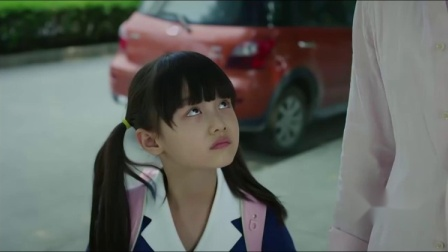 罗素送茜茜去上学,不料茜茜却是一脸担心,上课时还跑出教室