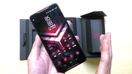 5299元买的华硕ROG手机开箱, 上手那一瞬: 黑鲨、红魔都弱爆了