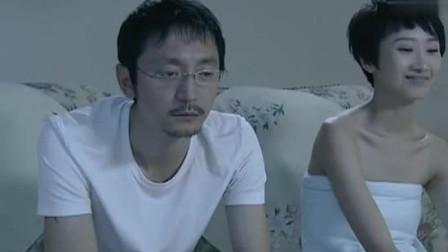 李悦还在医院忙工作, 方言和李歆, 直接在客厅就疯狂起来
