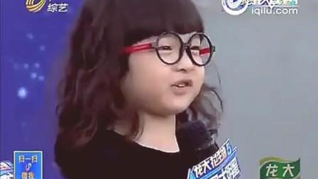 3岁小萌娃古灵精怪不输张俊豪! 主持人和评委纷纷索吻, 全场爆笑