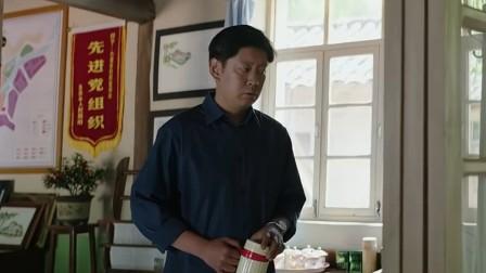《大江大河》卫视预告第2版20190104:雷东宝与饭店老板韦春红结婚,可就在好事进行时却被警察带走