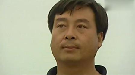 中国刑侦一号案: 男子拿刀还敢跟拿枪的叫嚣, 就这智商, 一会功夫就制服他